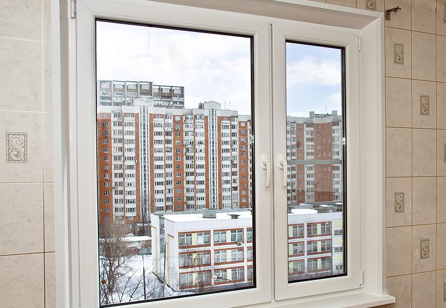 Двустворчатое окно ПВХ, система профиля KBE,  двухкамерный энергосберегающий стеклопакет